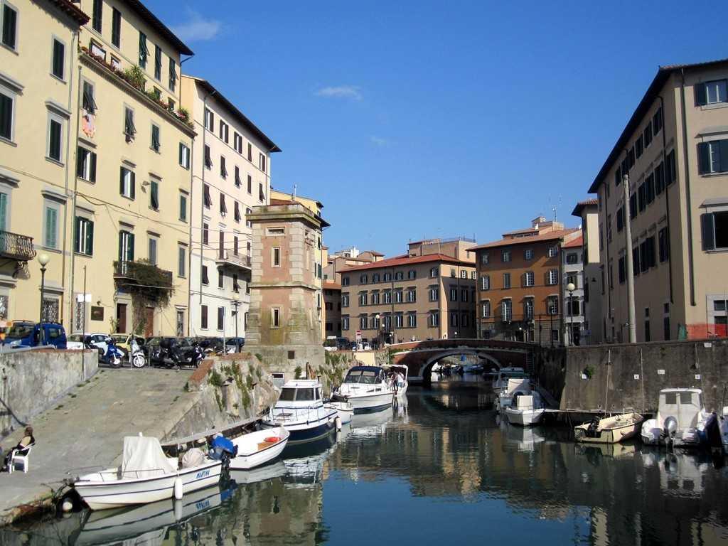 Scali_del_Ponte_di_Marmo_e_degli_isolotti_Livorno - wikimedia.org